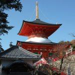 阪急箕面駅から紅葉の中を勝尾寺まで歩く。